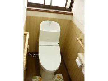 トイレが明るくスッキリとしました。凹凸が少ないので掃除もし易いです。手洗いも深くて広いので水はねも軽減しました。