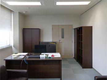 お部屋が清潔感のある空間に変わって気分も明るくなりました。仕事もはかどるような気がします。との事でした。