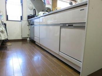 システムキッチンの一部である食洗器が故障した場合は食洗器だけの取替えが不要です。当社は全てのメーカーを扱っているので詳しく調べて交換商品を探します。お気軽にご相談ください。