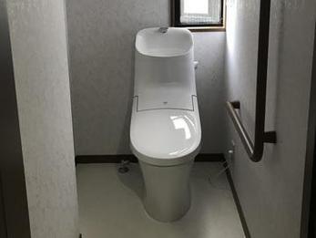 古くなったので気分一新三箇所のトイレをリフォームすることになりました。コストダウンを図る為に、ウオシュレットつき、手洗いあり、手洗いなしとトイレの重要性で差をつけて合計金額を抑えました。