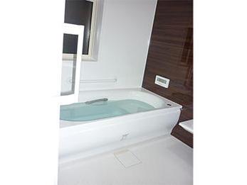 お風呂もスイッチ1つで湯量も管理でき、本当に楽になりました。着替えも暖かい中ででき、快適な生活が出来ます。年内に予定通りに工事してもらって、良い正月になりました。