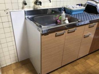 離れのキッチンなどとりあえず使えるようにするには、キッチン全体でなく一部だけ取り替えるとコストが抑えられます。ちょっとした工夫で暮らしはもっと楽しく便利になります。