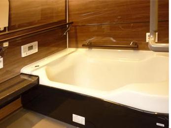 お風呂もスイッチ1つで湯量の管理が楽にでき、快適に過ごせるようになりました。着替え時も、暖かい中でできこれからも安心です。