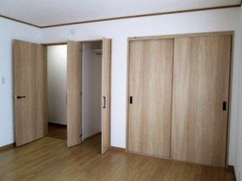 新しく部屋を作るときは収納には特に気を使います。最初にきちんと計画をしておくと完成後部屋の使い勝手がとてもよくなります。