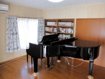 ピアノとか本は重量があるので床の補強が必要になります。現地の状況を見て補強方法・防音対策などを提案させて頂きます。