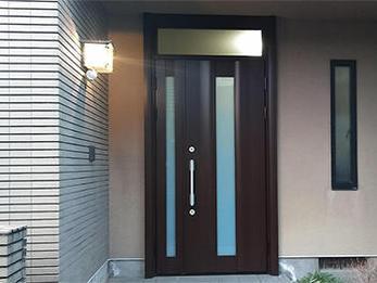長らく気になっていた玄関が1日で完成しました。
