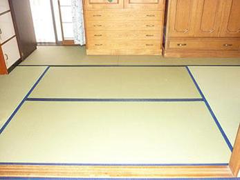 床が安定して安心できると共に、色も綺麗なので部屋が明かるくなりました。