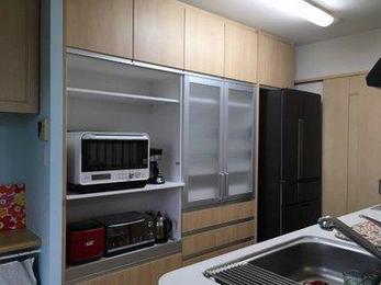 キッチンの小物は収まりが悪いですね。逆にきれいに収納できるととってもきれいに気持ちがいいです。毎日使う場所だからこそおすすめです。