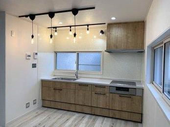 照明の選定、配置で家の雰囲気はずいぶん変わってきます。全体的にリフォームすることで古くなった家が生まれ変わりました。構造体は丈夫なのでまだまだ使えます。