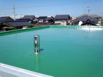 コンクリート屋上防水はだいたい15年程度で塗り替える必要があります。重要なのは防水材料の選択です。その場所と用途にあった材料工法を提案させて頂きます。