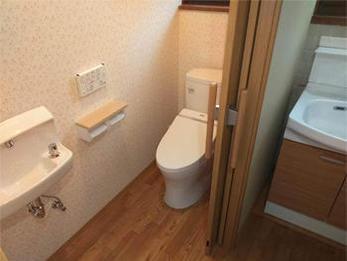広々、安心して使える介護トイレができました。