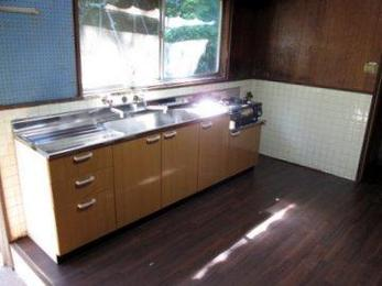 システムキッチンは高額ですがローコストで機能的に優れている商品もあります。沢山の商品の中からお客様にピッタリの商品を提案することができます。