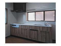 長年の夢だったキッチンが綺麗になり、広々としました。木目調のキッチンも気に入っています。