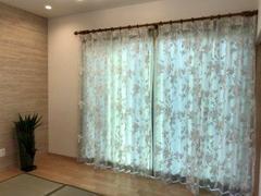 カーテンを取り替えると気分が一新されます。長い間同じカーテンを使っていると埃がたまり健康にも悪影響があります。ぜひご検討ください。