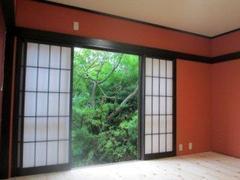 和風といえば決まった感じの色になりがちですがあえて思い切った色を採用することでなりたかった雰囲気に部屋を改修する事ができます。