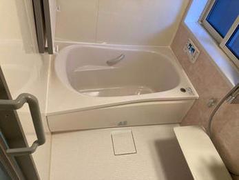 お湯入れがボタン一つで簡単にでき、浴槽にも暖かく楽に入れるようになりました。綺麗なお風呂になり、いつまでも暖かく入れそうで冬の寒さも安心です。洗面、洗濯・脱衣室もすっきりして、床もフラットになり使い勝手が非常に良くなりました。お手入れもしやすいので満足しています。